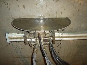 Алмазная резка стенорезной машиной